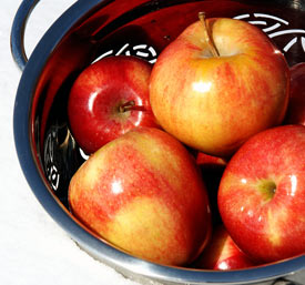 Reduce bad cholesterol with apples